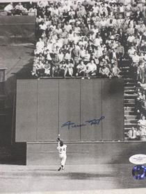 Willie Mays Signed Autographed Giants The Catch 8x10 Photo JSA Say Hey Hologram